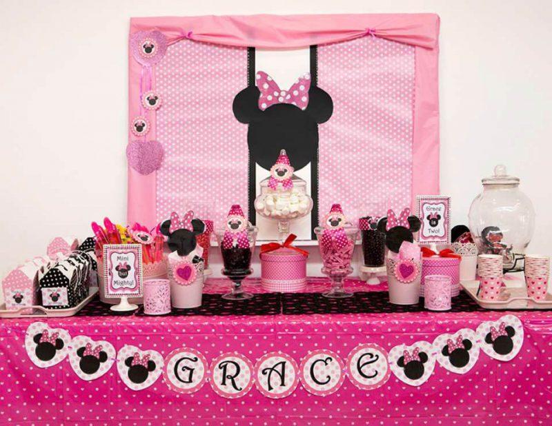 Decoração de festa de aniversário da Minnie Rosa