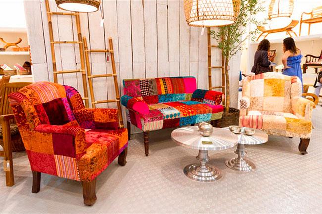 Sala decorada com sofás Patchwork