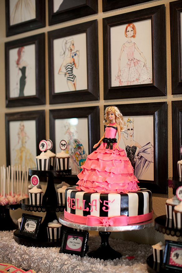 Festa de aniversário da Barbie bom a boneca presente