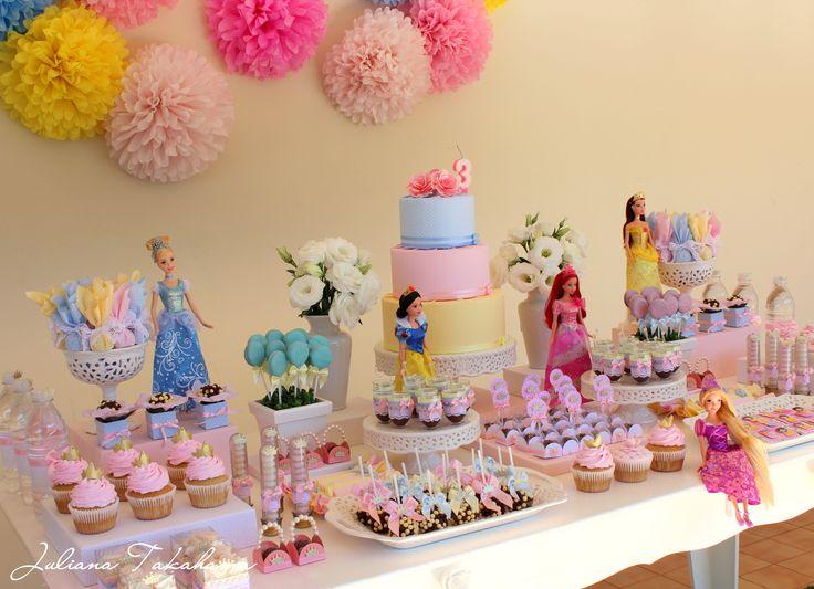 Decoração de aniversário da Barbie temática das princesas Disney