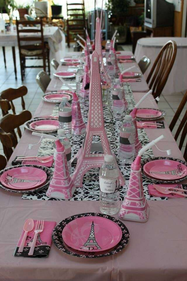 Mesa decorada da Barbie em Paris