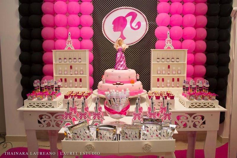Mesa de aniversário decorada da Barbie