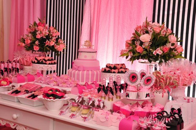 Linda decoração cor de rosa de aniversário Barbie em Paris
