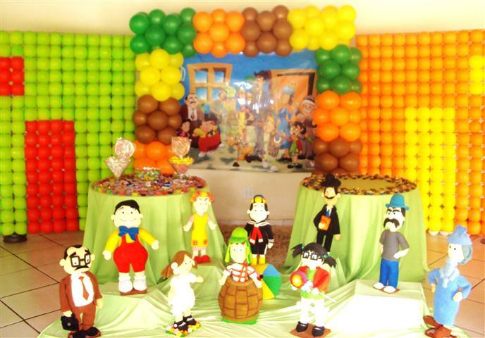 Decoração de aniversário do Chaves e outros personagens