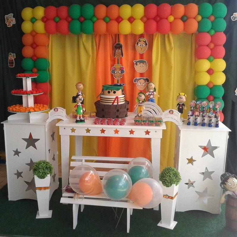 Painel de decoração para aniversário do Chaves