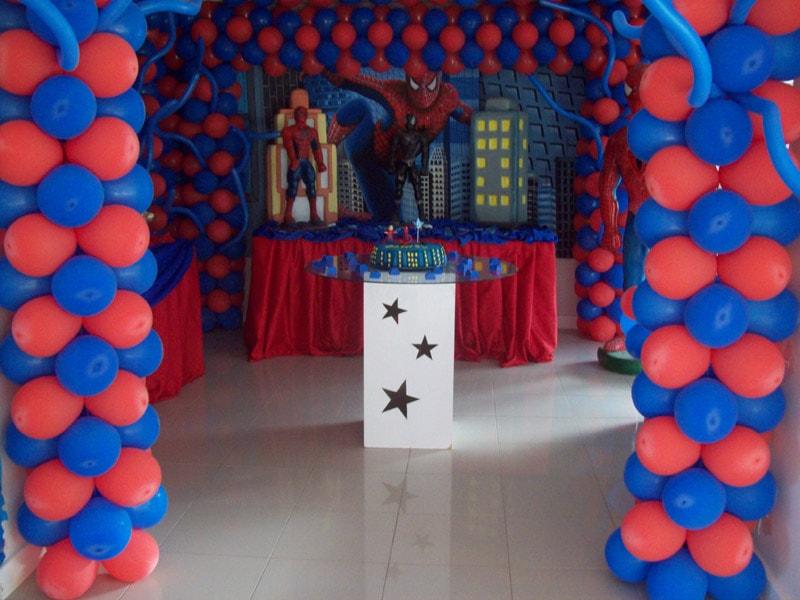 Decoração de aniversário do Homem aranha com balões