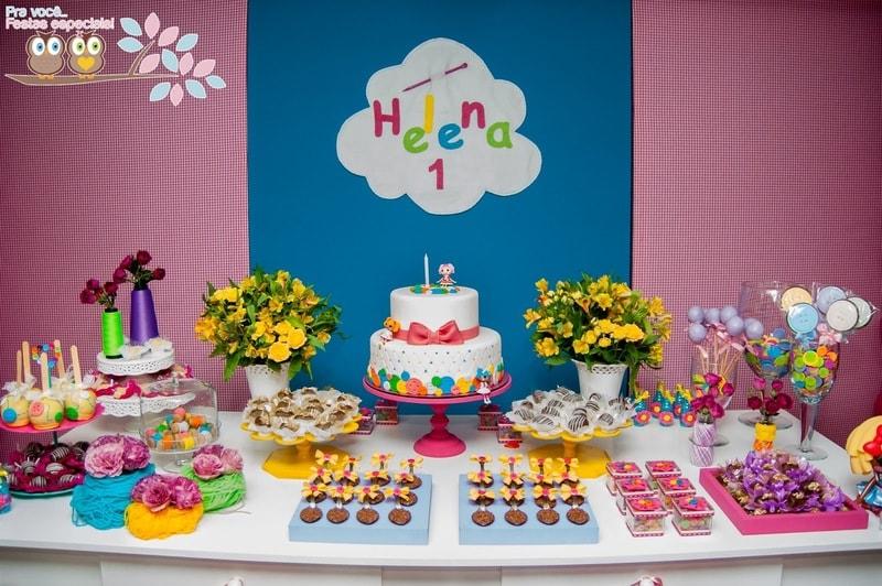 mesa decorada para festa de aniversário da Lalaloopsy