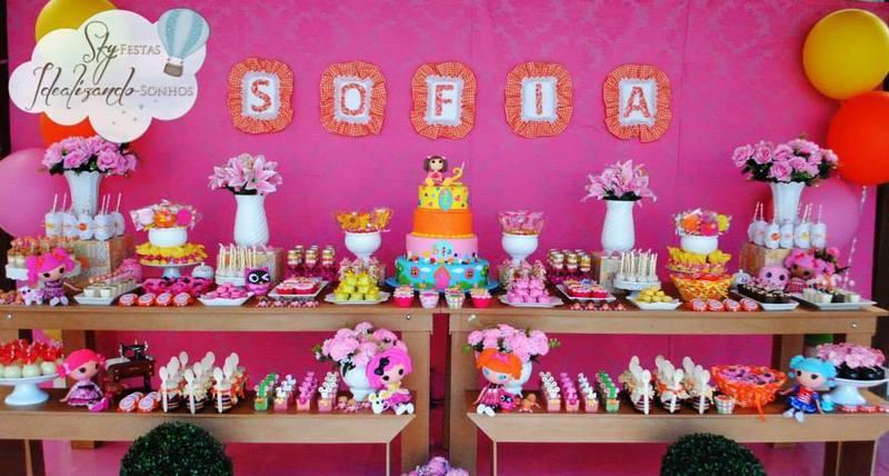 Festa da anika kranijka decorada com bolo personalizado e docinhos