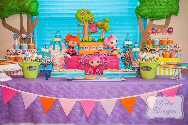 Mesa decorada infantil da Lalaloopsy