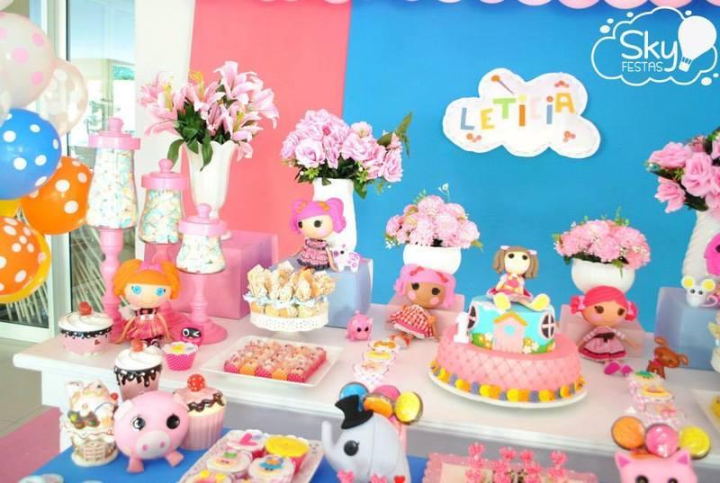 Decoração delicada e criativa da Lalaloopsy para festa de aniversário infantil