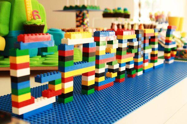 decoração de festa e aniversário Lego feita com as pecinhas do jogo