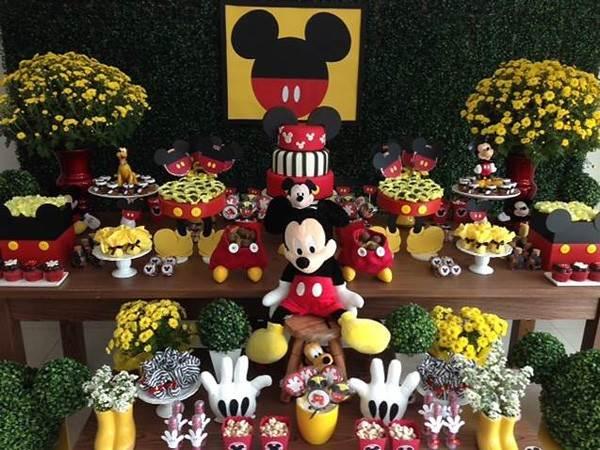 Decoração de festinha do Mickey Mouse super bem produzida!