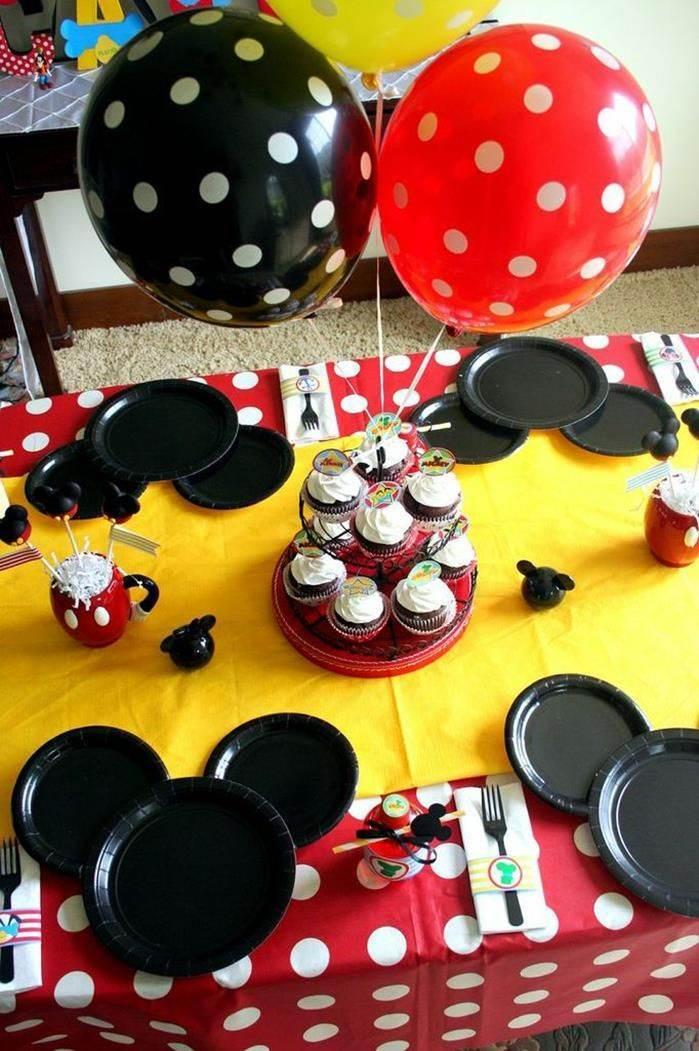 Pratinhos de festa decorados do Mickey