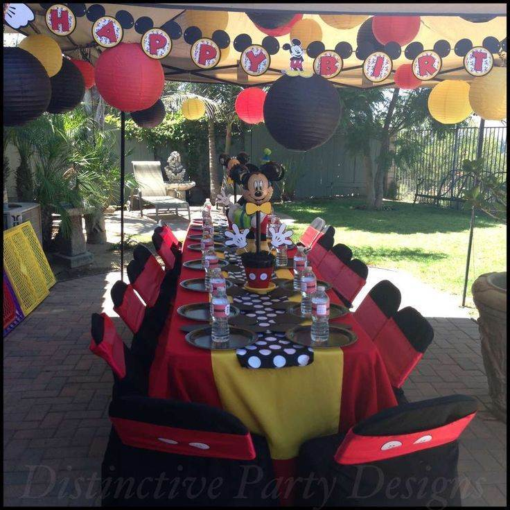 Festa do Mickey Mouse decorada ao ar livre