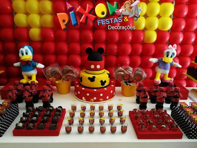 Aniversário do Mickey com decoração de festa personalizada