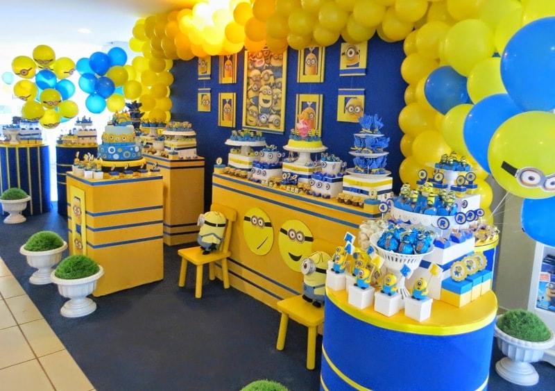 Salão decorado dos Minions de aniversário dos Minions