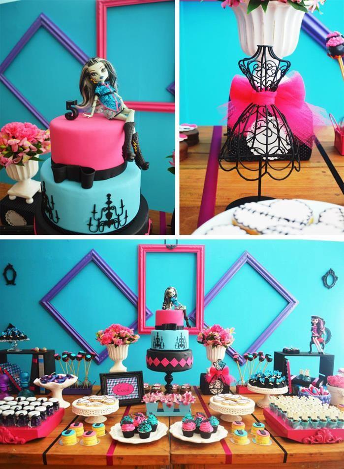 Decoração em azul e rosa de festa Monster High com Bolo