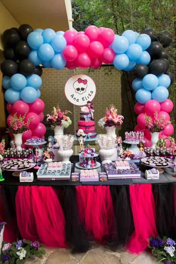 Mesa decorada de festa Monster High