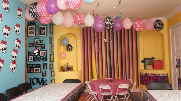 Sala decorada para festa de Monster High