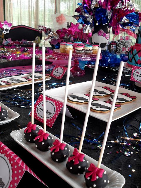 Mesa de festa da Monster High Decorada