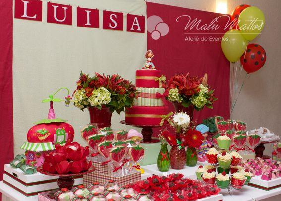 Festa de aniversário decorada cor de rosa da Moranguinho