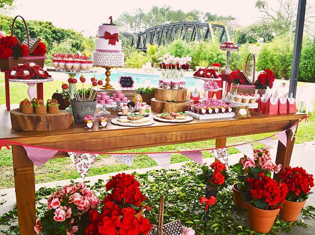 Decoração de Festa da Moranguinho ao ar livre