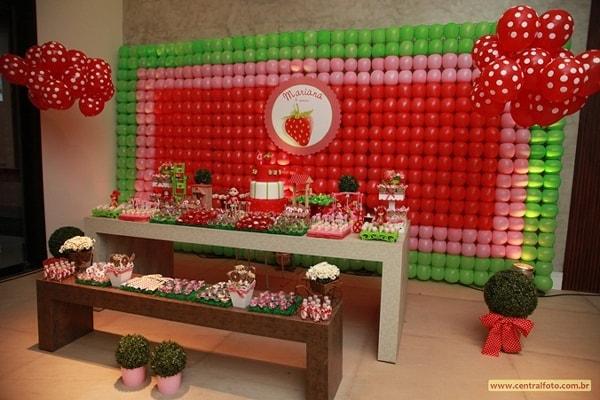 Painel de balões para decoração de aniversário da Moranguinho