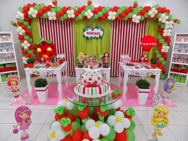 Salão de festa decorado da Moranguinho