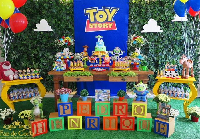 Decoração de festa infantil baseada no filme Toy Story