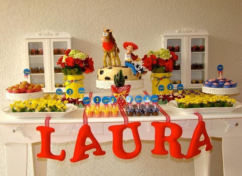 Personagens de Toy Story compõe decoração de festa infantil
