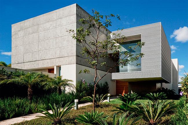 Fachada de casa moderna de concreto aparente
