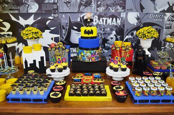 mesa de aniversário decorada estilo Batman