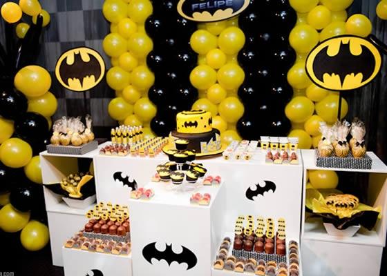 Decoração de aniversário com balões do Batman