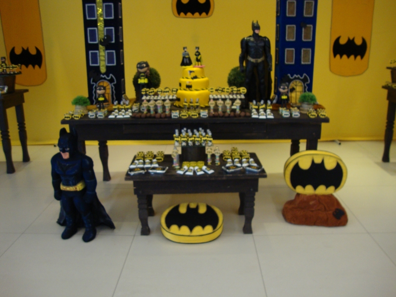 Mesa de aniversário do Batman estilo provençal