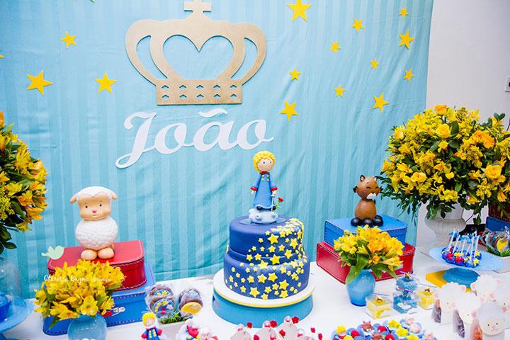 Mesa de festa decorada do pequeno príncipe