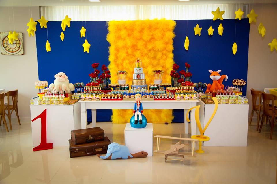 Mesa decorada de aniversário do pequeno príncipe