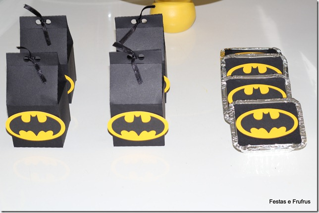 sacolinha decorada de lembrancinha do Batman