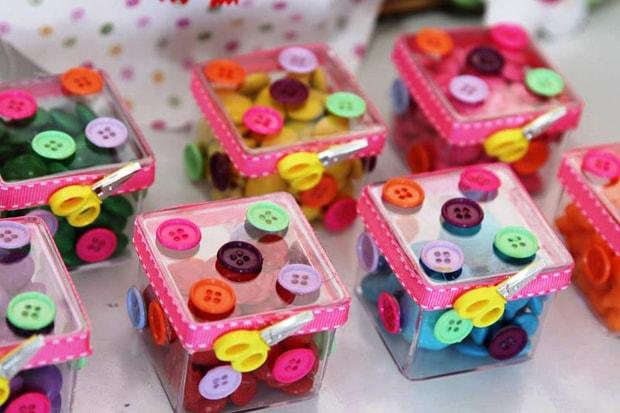 caixinhas de presente de lembrancinha para festa Lalaloopsy