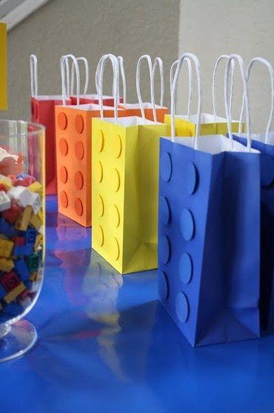 Sacolinhas decoradas para lembrança de aniversário lego