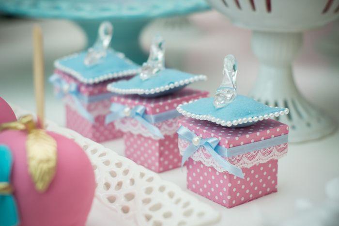 Caixinhas decorativas de lembrancinhas de aniversário de princesas