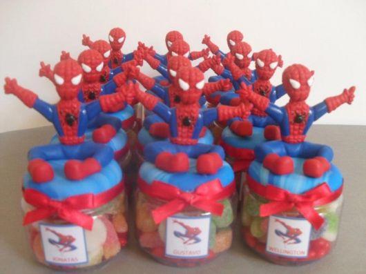 Potinhos de vidro lembrança do homem aranha