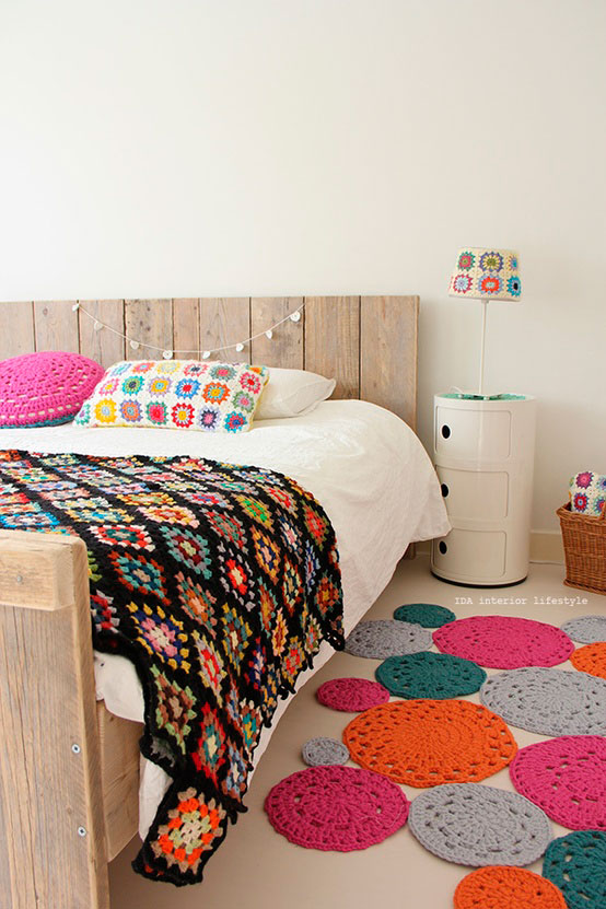 Manta e tapetes de crochê decorativos para o quarto