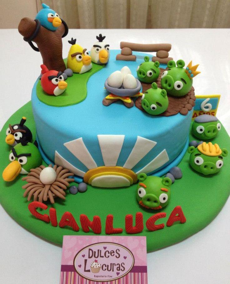paisagem de angry birds retratado em bolo decorativo de aniversário