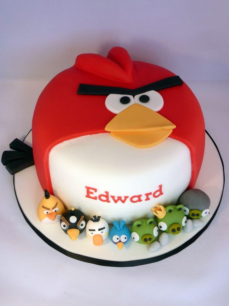 Bolo com o formato do pássaro principal de Angry Birds