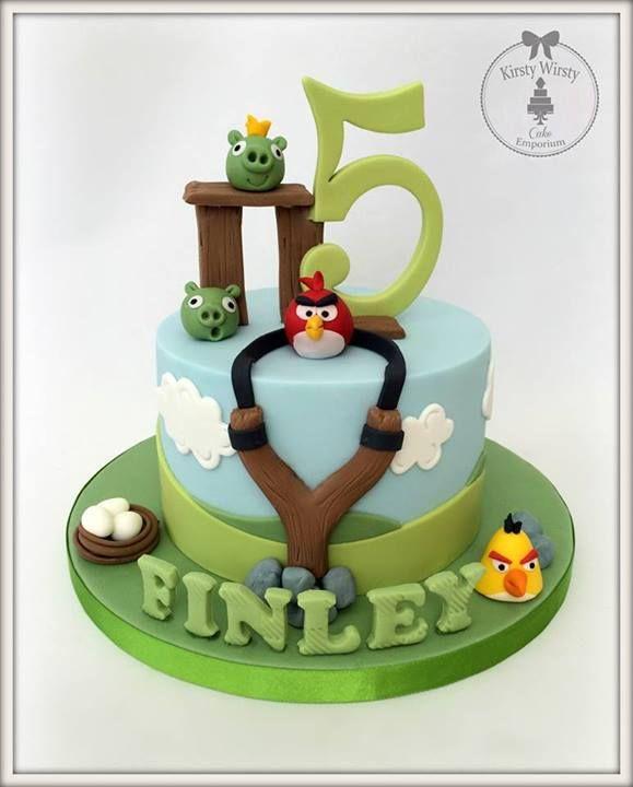 bolo simples mas muito bem decorado temático de angry birds