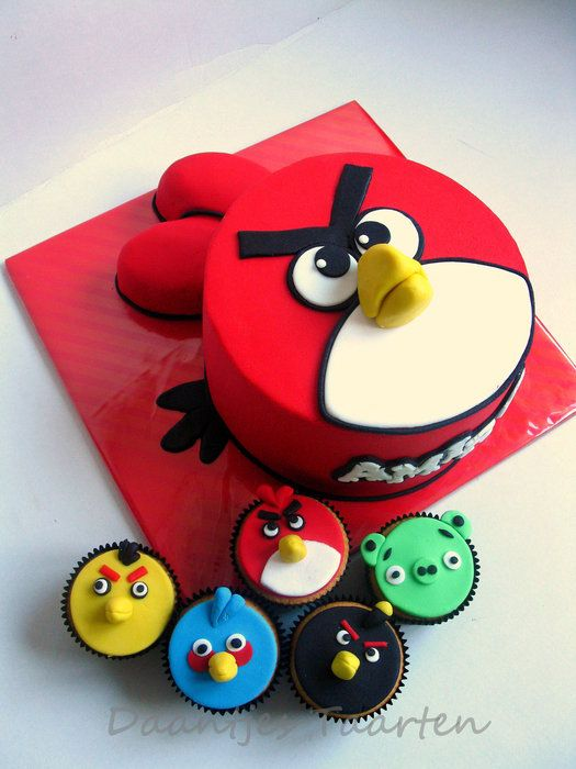 Bolo e cupcakes personalizados angry birds