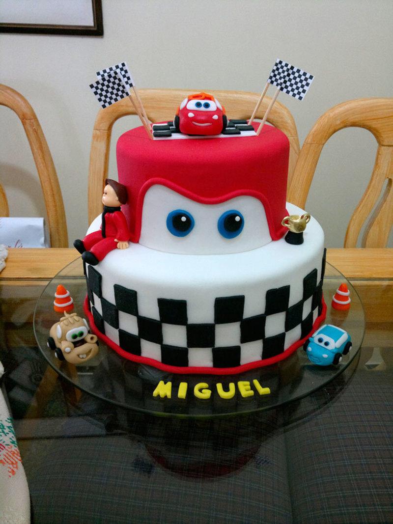 bolo do personagem do filme carros da Disney