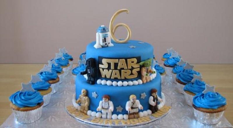 Bolo de aniversário comemorativo para festa star wars