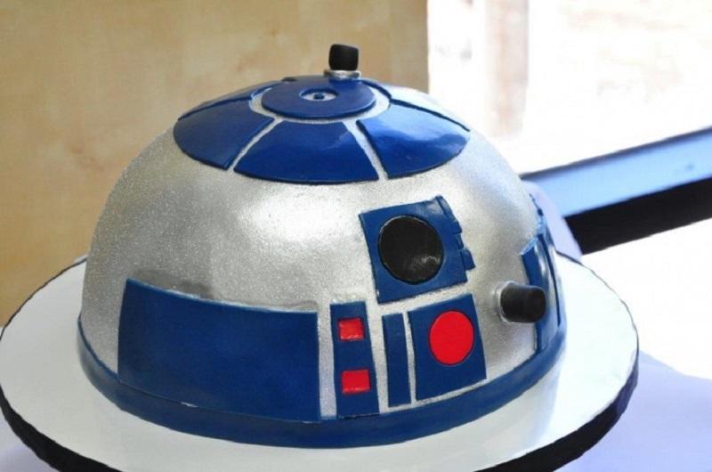 Bolo decorativo do robô R2D2 de Star Wars