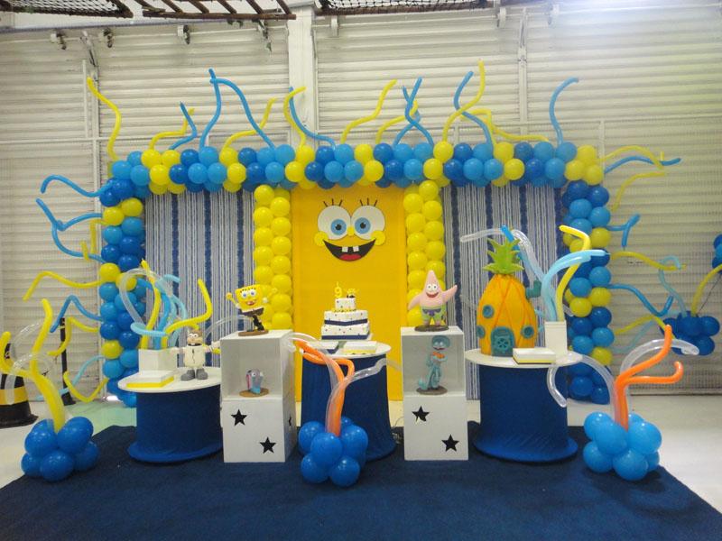 Decoração de aniversário do Bob esponja com balões